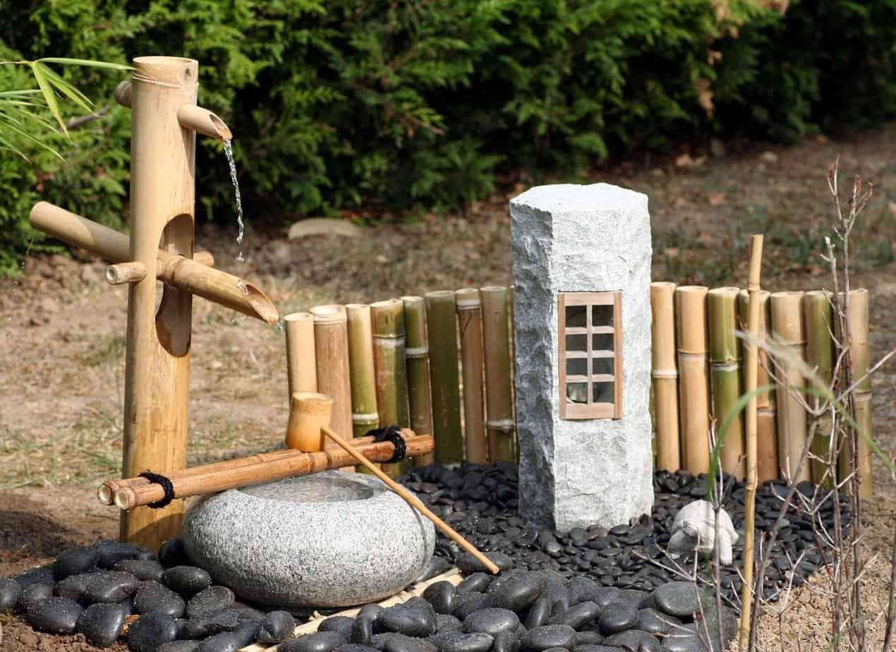 Fontaine en pierre (tsukabai)
