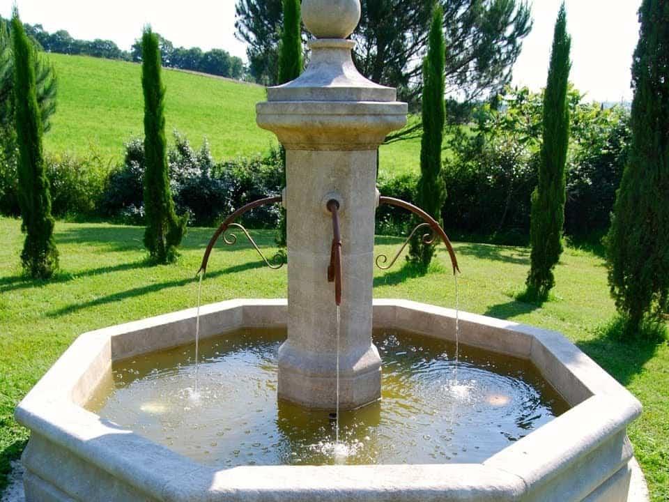fontaine en pierre jardin