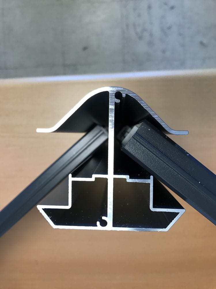 Poteau pour cloture en aluminium