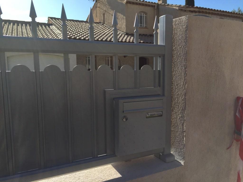 Accessoires pour clôture en fer forgé