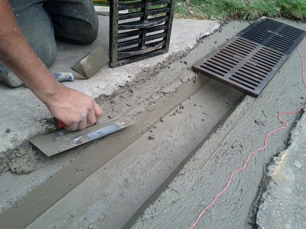 installer un caniveau sur une terrasse
