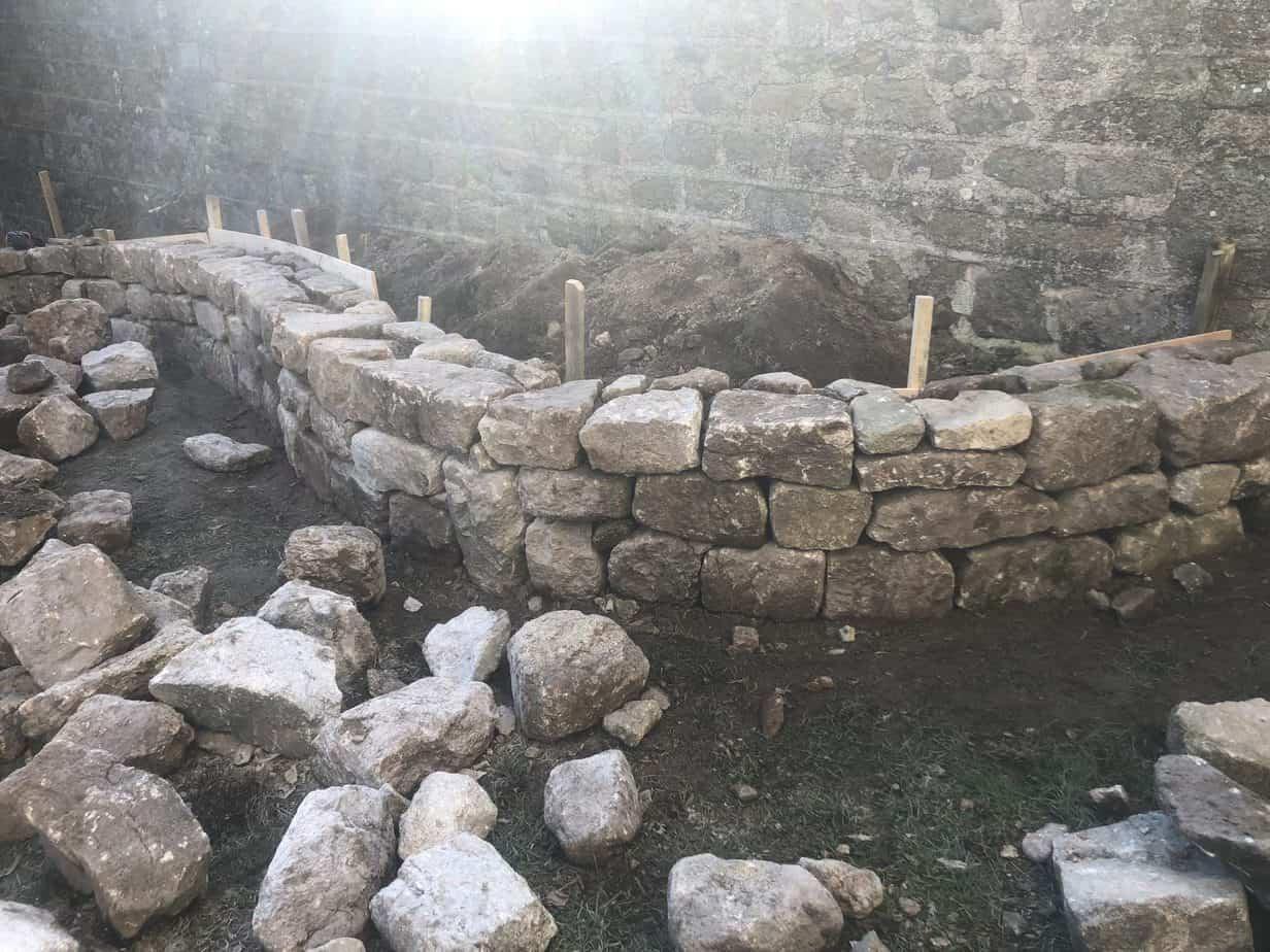 muret arrondi en pierre
