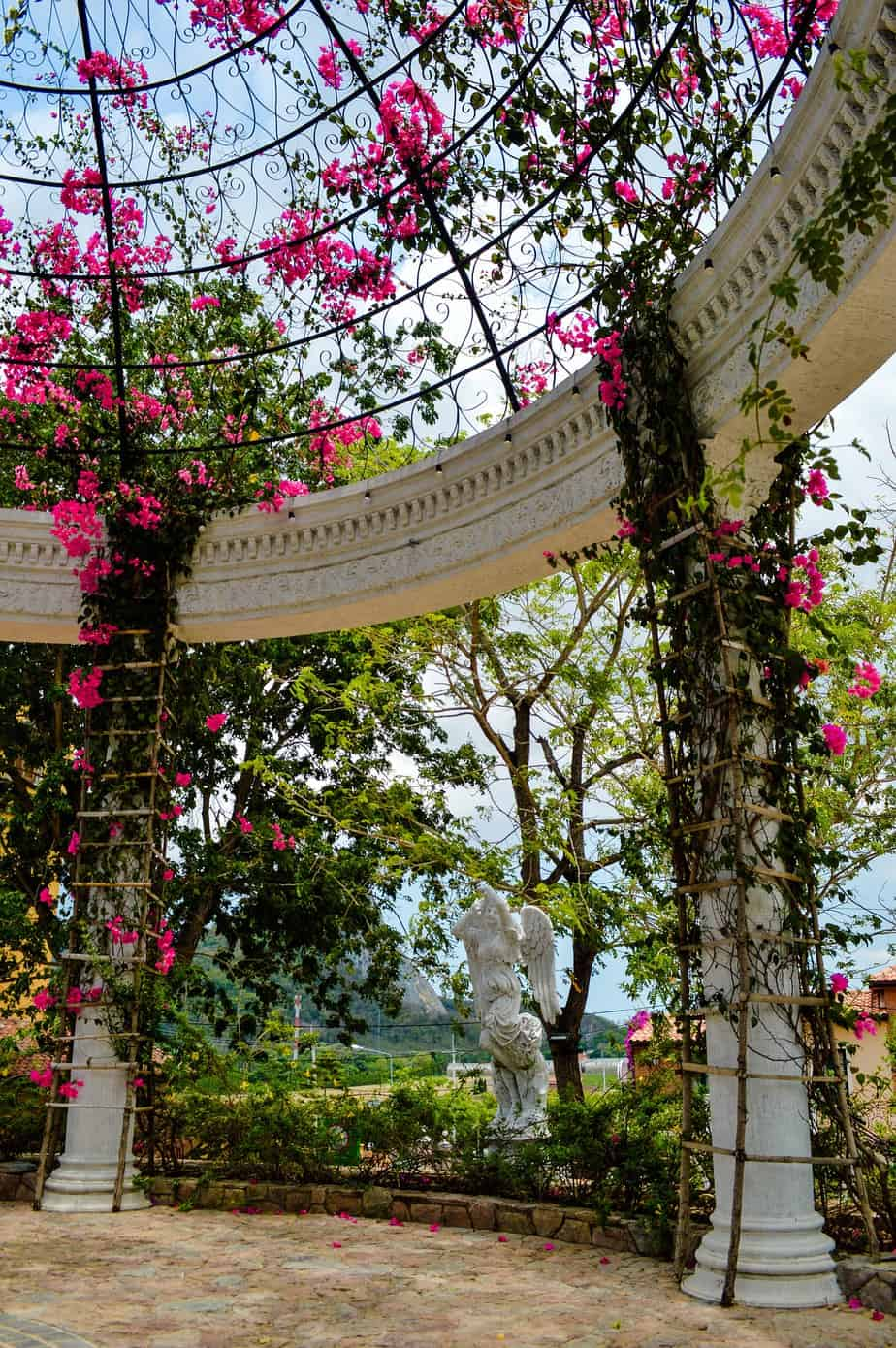 kiosque de jardin fleurs