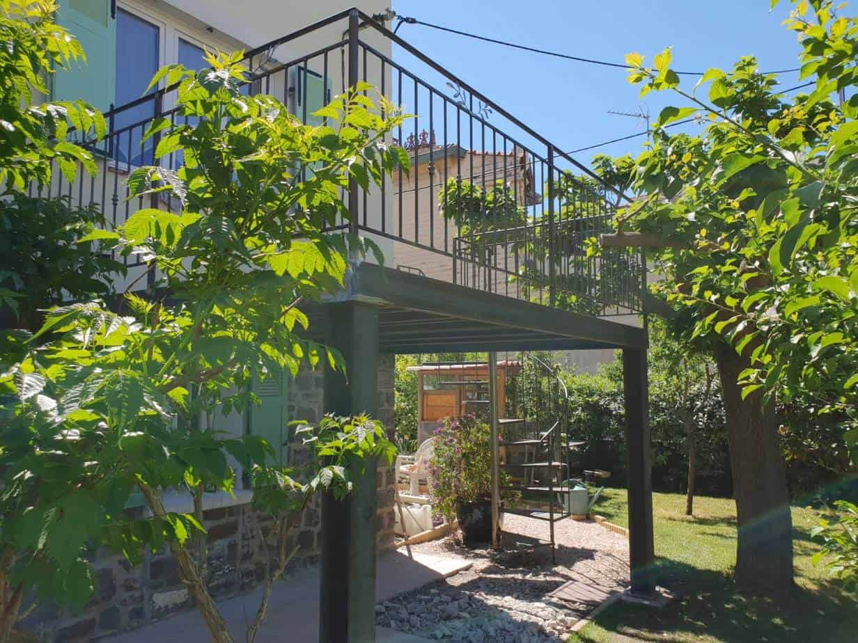 photo terrasse suspendue avec arbre