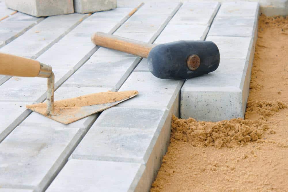 pavage d'une allée sous sable