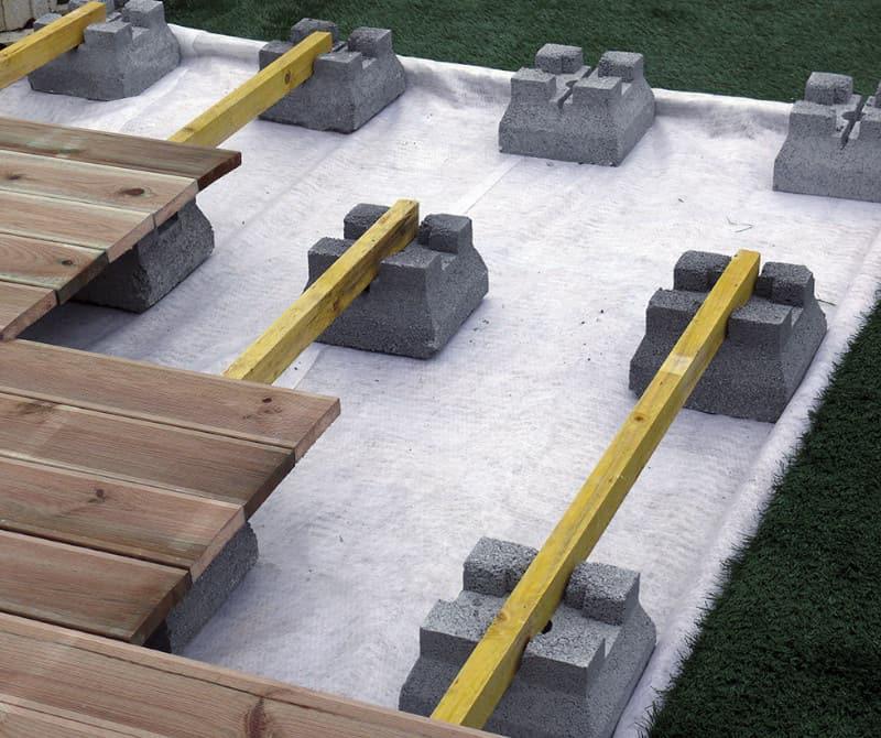 assemblage d'une terrasse sur plots