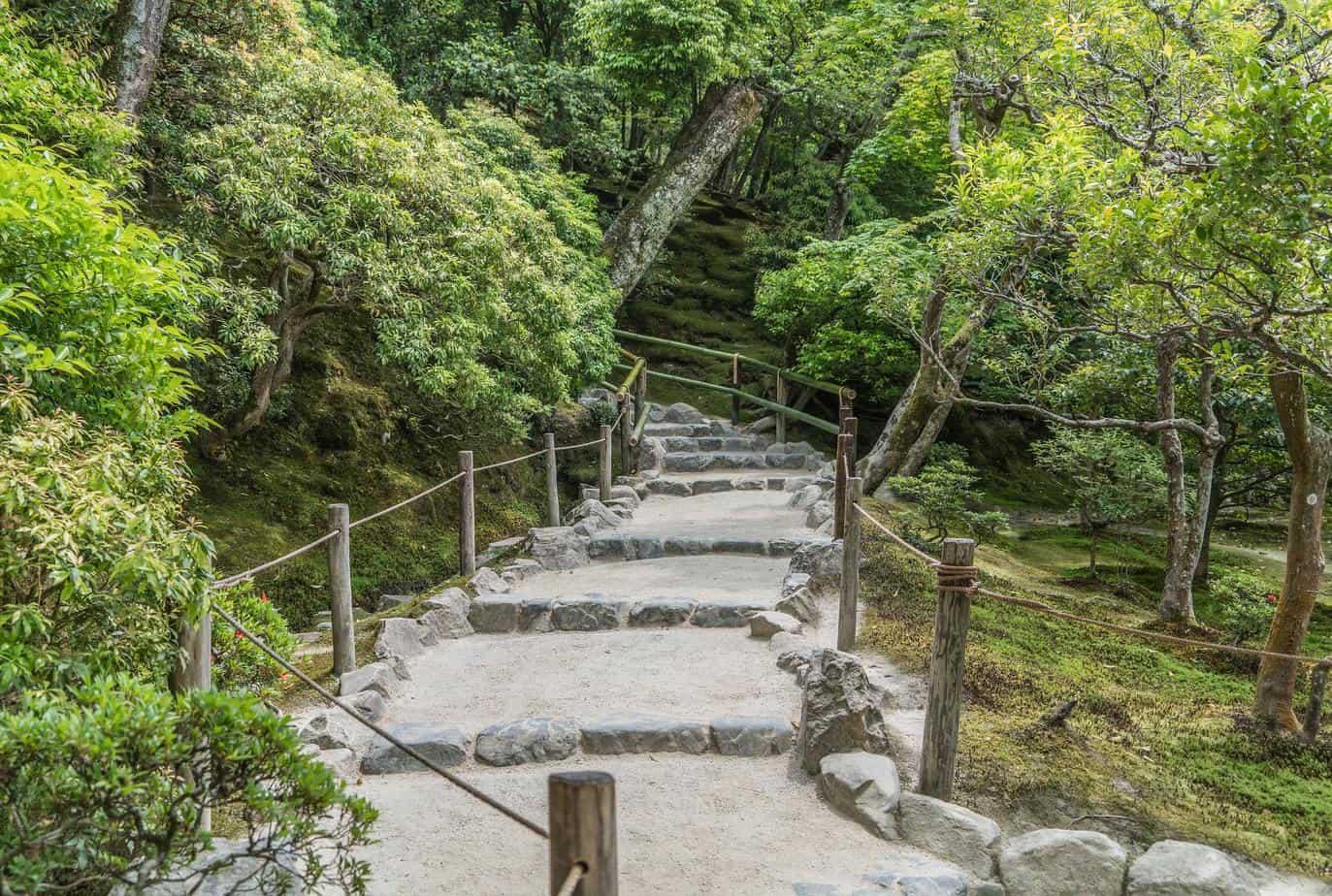 Escalier extérieur en pierre