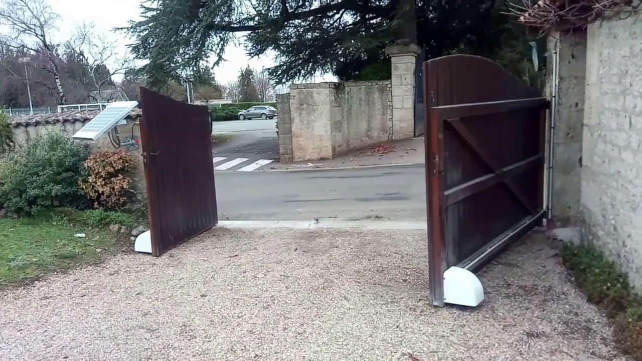 portail automatique en bois