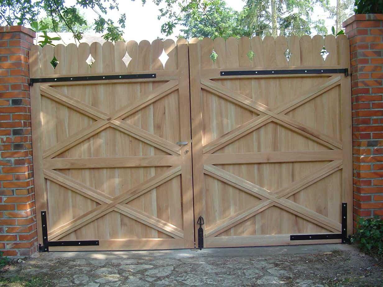 portail en bois quelle essence choisir