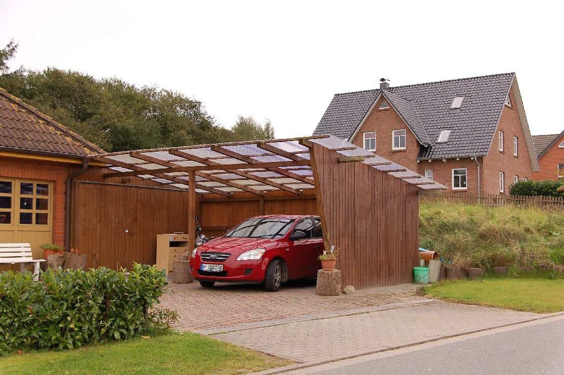 carport à toit incliné